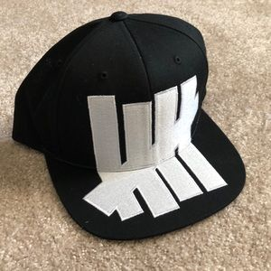 Undefeated LARGE ICON snapback 19dd02a4c8f